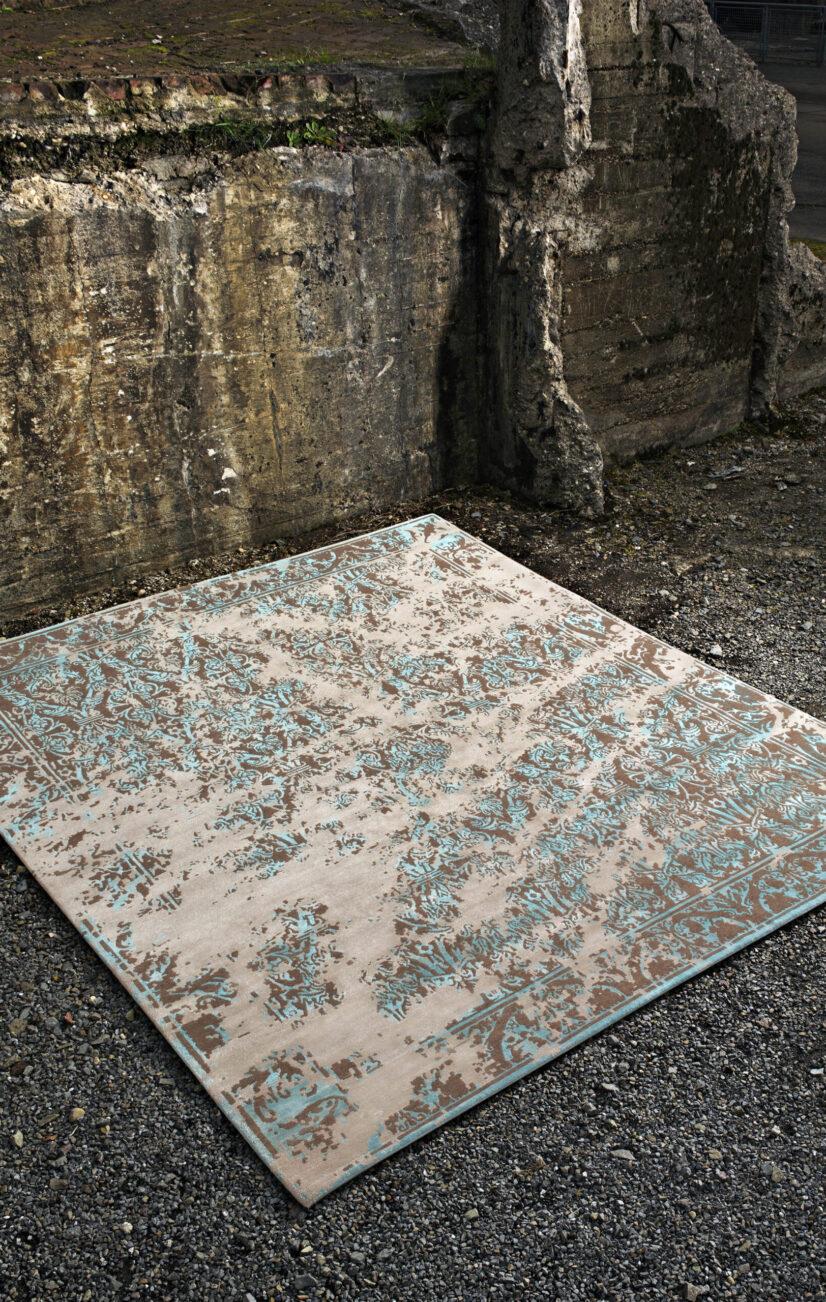 Alcaraz Sky aus der Erased Classic Teppich-Kollektion von Jan Kath