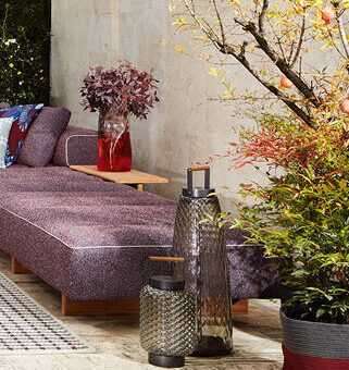 Outdoor Sofa Sail Out, Outdoor Teppich Alhambra, Outdoor Beistelltisch Table a Plateau Interchangeable von Cassina
