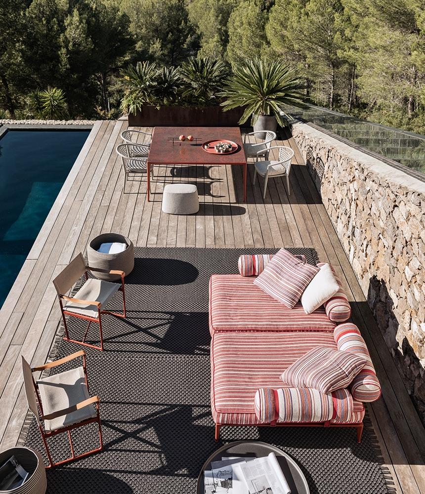 Outdoor Lounge Ribes, Outdoor Tisch Mirto und Outdoor Stuhl Erica von B&B Italia