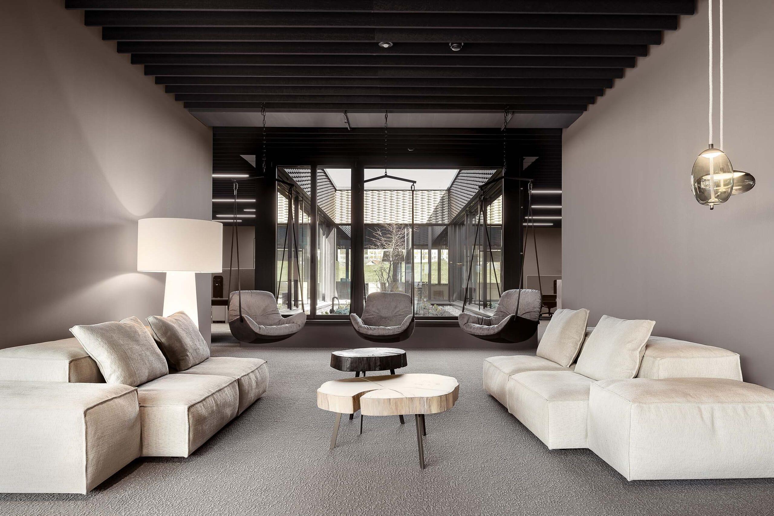 Lounge Bereich mit Design-Möbel