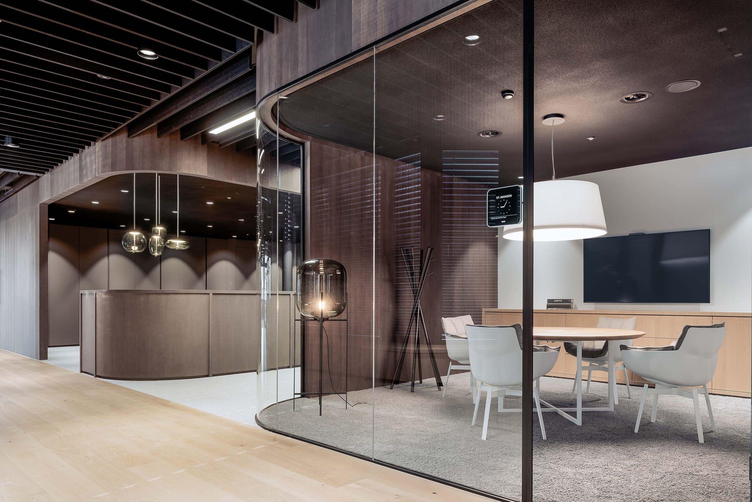 Moderne Bürolandschaft mit Design-Möbel
