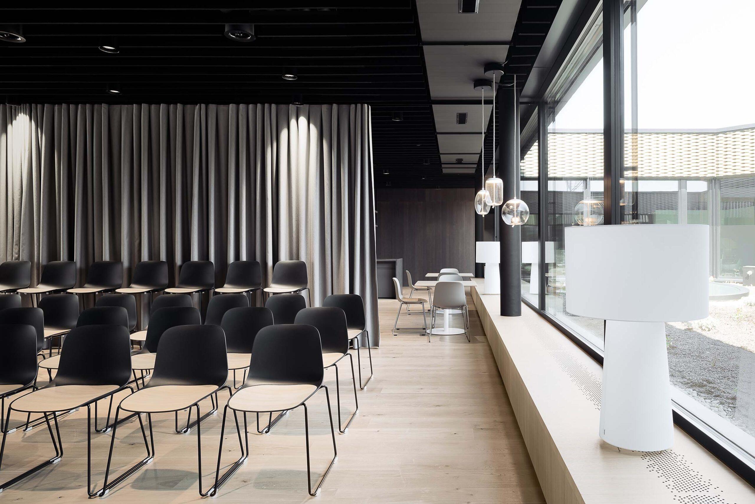 Stuhl Seela von Lapalma in Büroräumlichkeiten von Fortimo